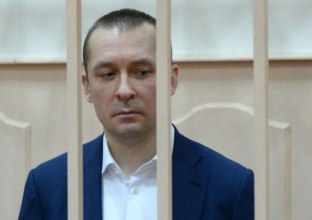 Арестовано 20 млн руб. сосчетов гражданской супруги полковника Захарченко